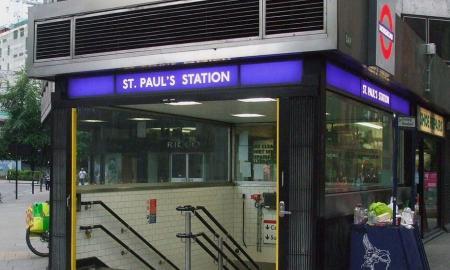 1200px-St_Paul's_stn_entrance2.JPG
